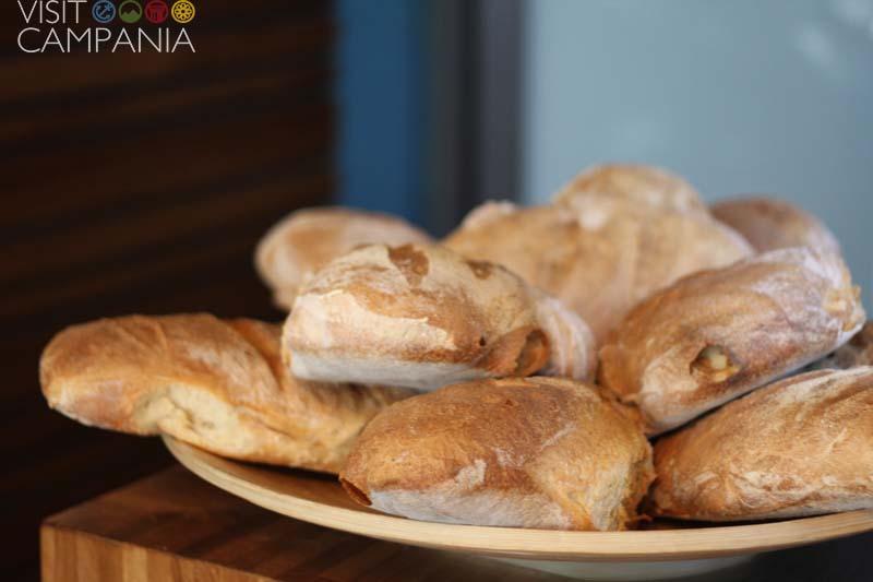 Il pane appena cotto - La Spelunca, Ristorante vicino all'Anfiteatro Campano