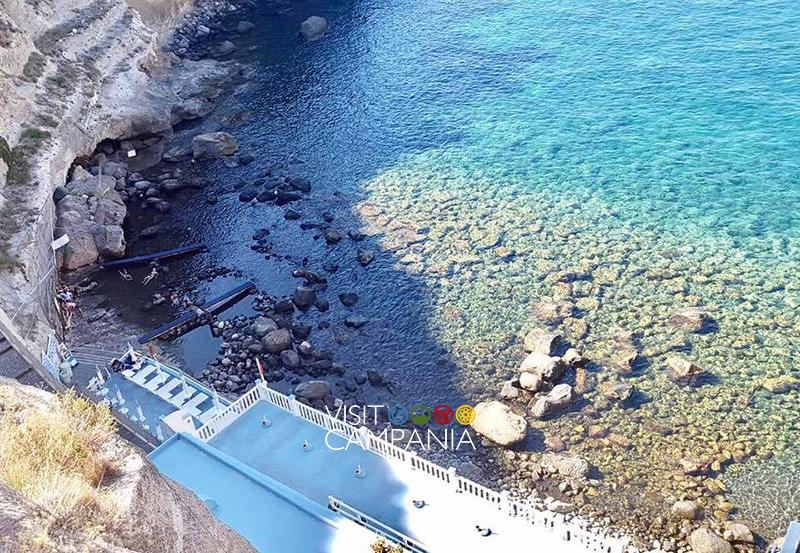 Le stazioni termali naturali di Pozzuoli e Ischia visit campania Sorgeto