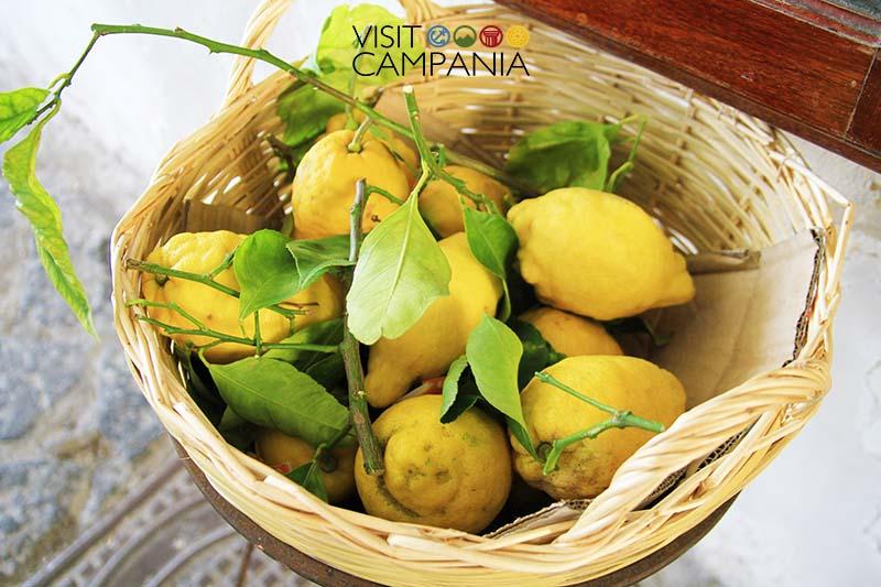 costiera amalfitana in coppia limoni furore visitcampania